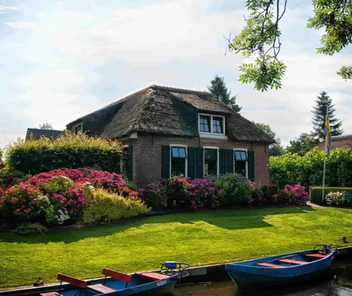 Nature-Friendly Family Houses